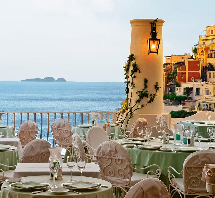 Le Sirenuse Hotel restaurant with view on Positano