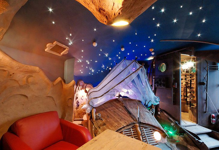 La Balade des Gnomes spaceship room