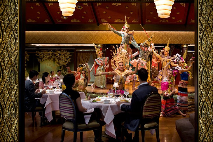 Sala Rim Naam restaurant with Thai dancers