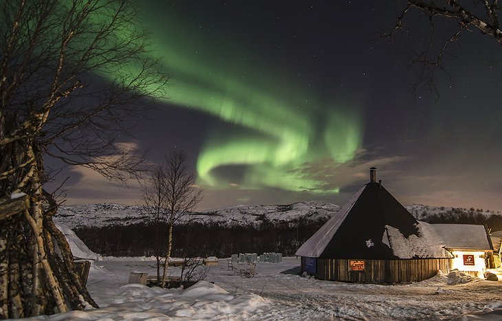 Northern lights above the Kirkenes Snowhotel