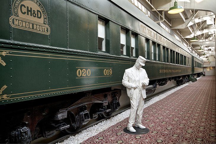 Crowne Plaza Hotel Indianapolis Downtown Pullman Train Car Exterior