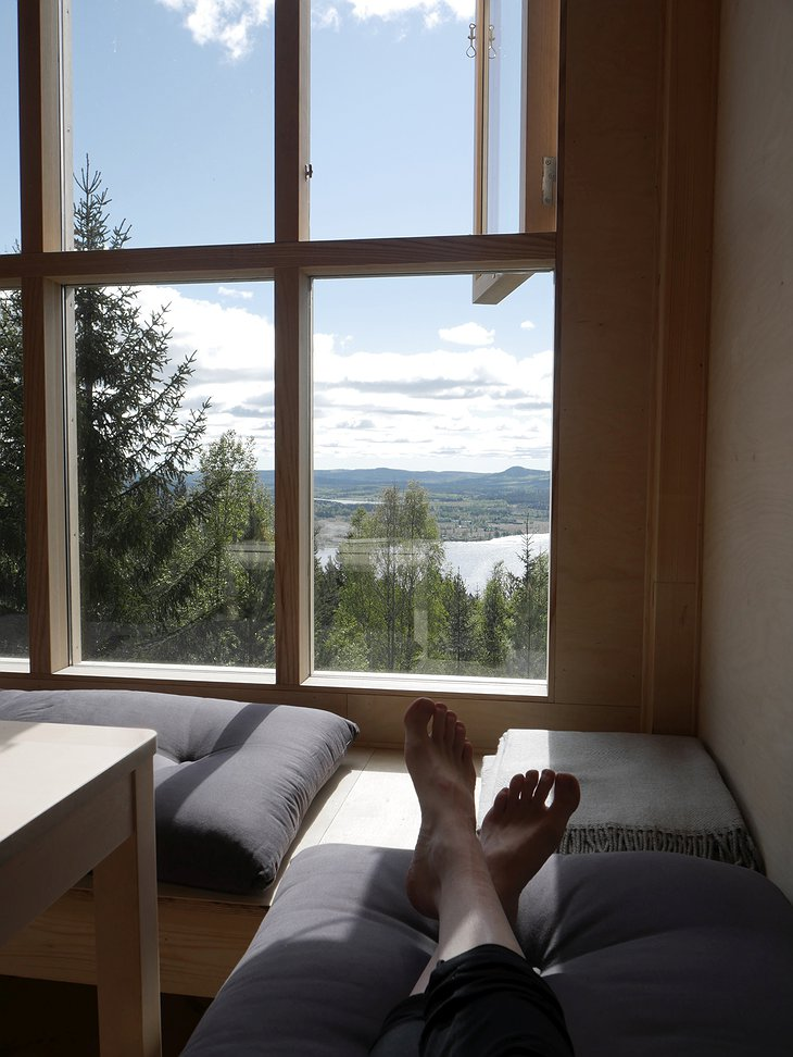 Bergaliv Window Bench Chill with Panoramic Nature View