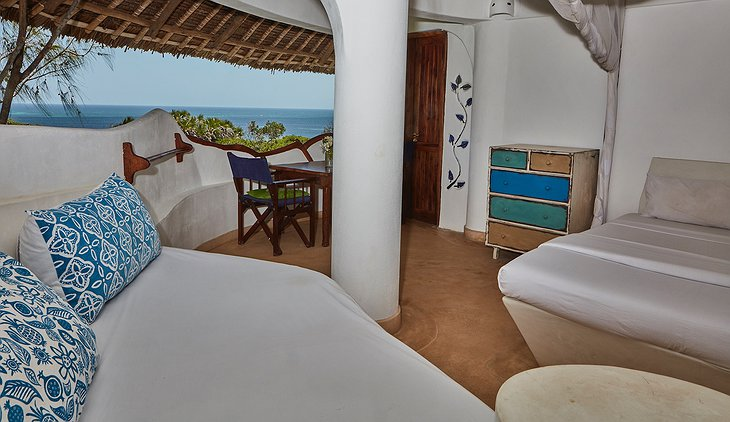 Watamu Treehouse sunrise room with 360 panorama