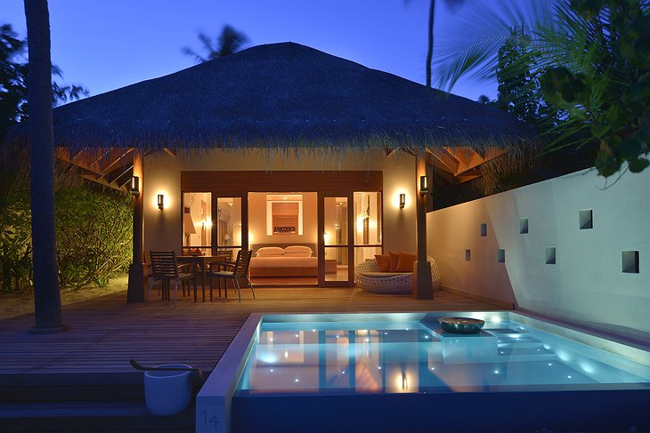 Deluxe beach bungalow with jacuzzi