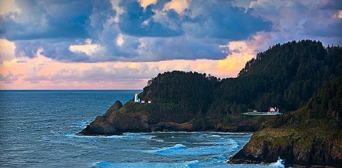 Heceta Lighthouse Bed & Breakfast - 7 Course Breakfast At The North West Pacific Ocean