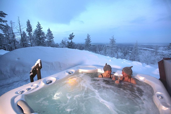 Levin Iglut outdoor snowy jacuzzi