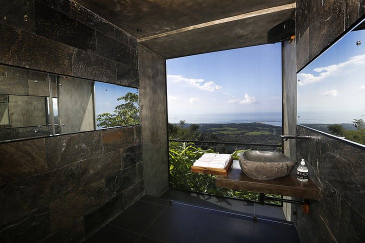 Bathroom with jungle and sea view