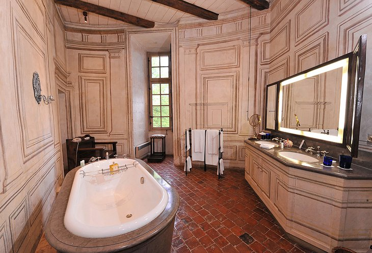 Chateau de Bagnols bathroom