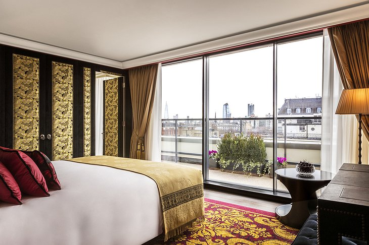 L'oscar London Room with Balcony and City Panorama