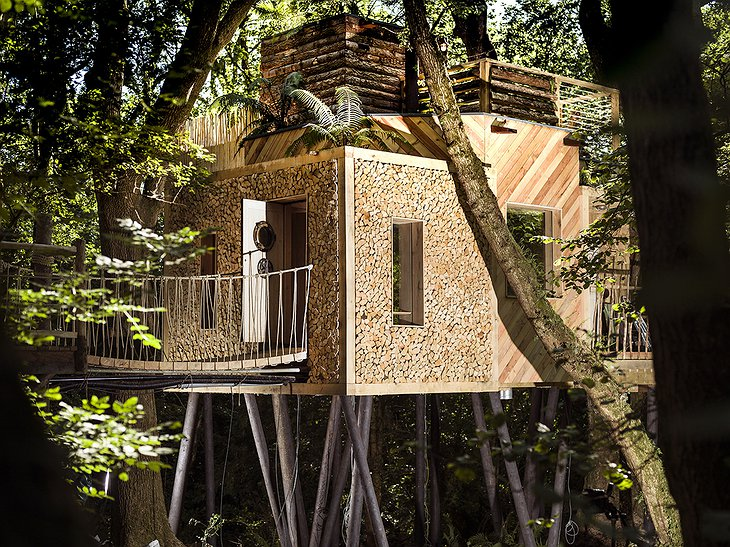 The Woodman's Treehouse log wall facade