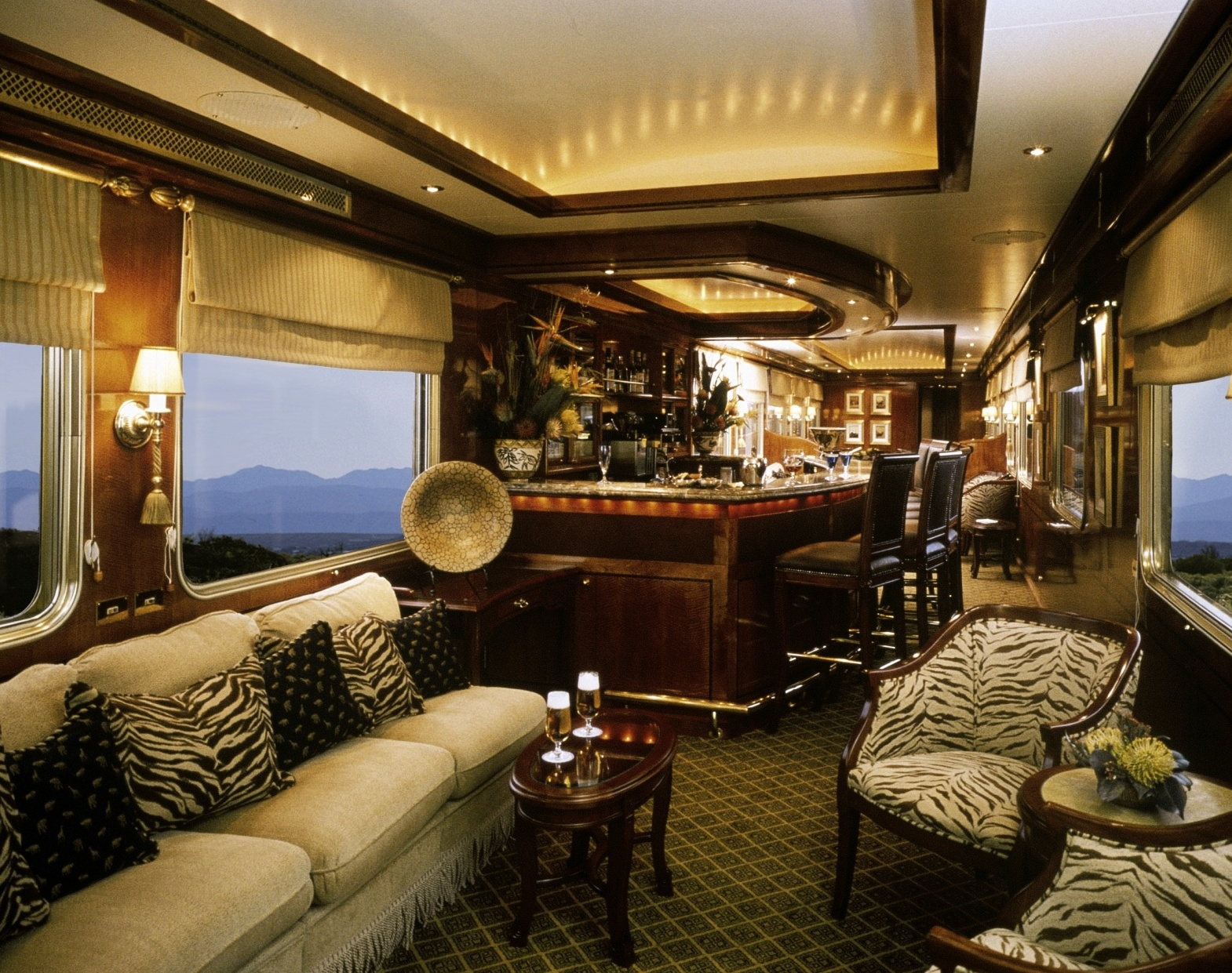 the blue train the most luxurious train. Black Bedroom Furniture Sets. Home Design Ideas