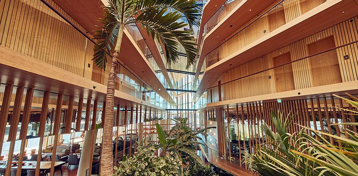 Hotel Jakarta Amsterdam - Indonesia-inspired hotel with its own subtropical garden