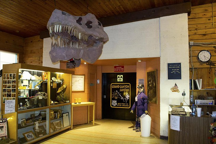 Grand Canyon Caverns entrance with dinosaur