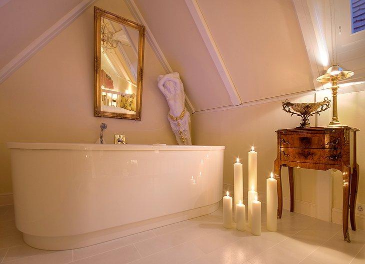 Eh Hausl bath tub