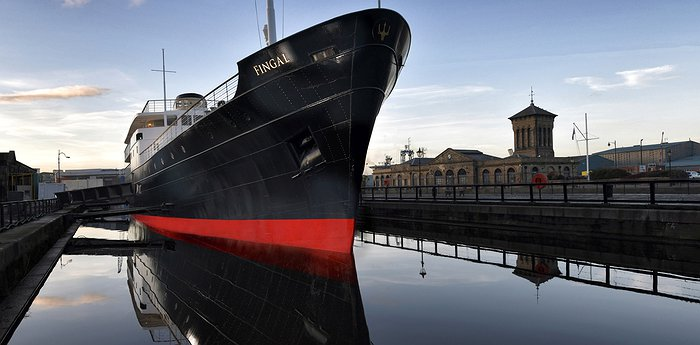 Fingal Hotel Edinburgh - Glamorous floating hotel on a historic ship docked in Edinburgh