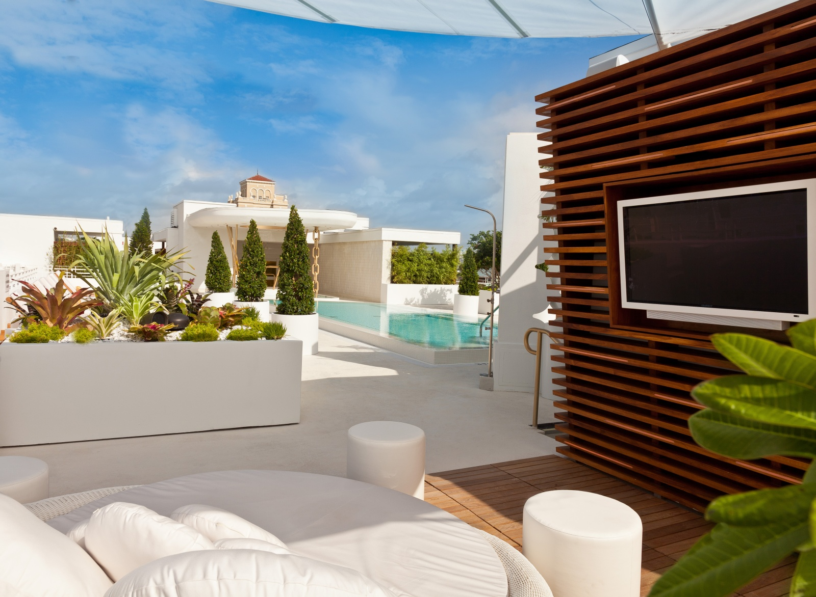 dream south beach. Black Bedroom Furniture Sets. Home Design Ideas