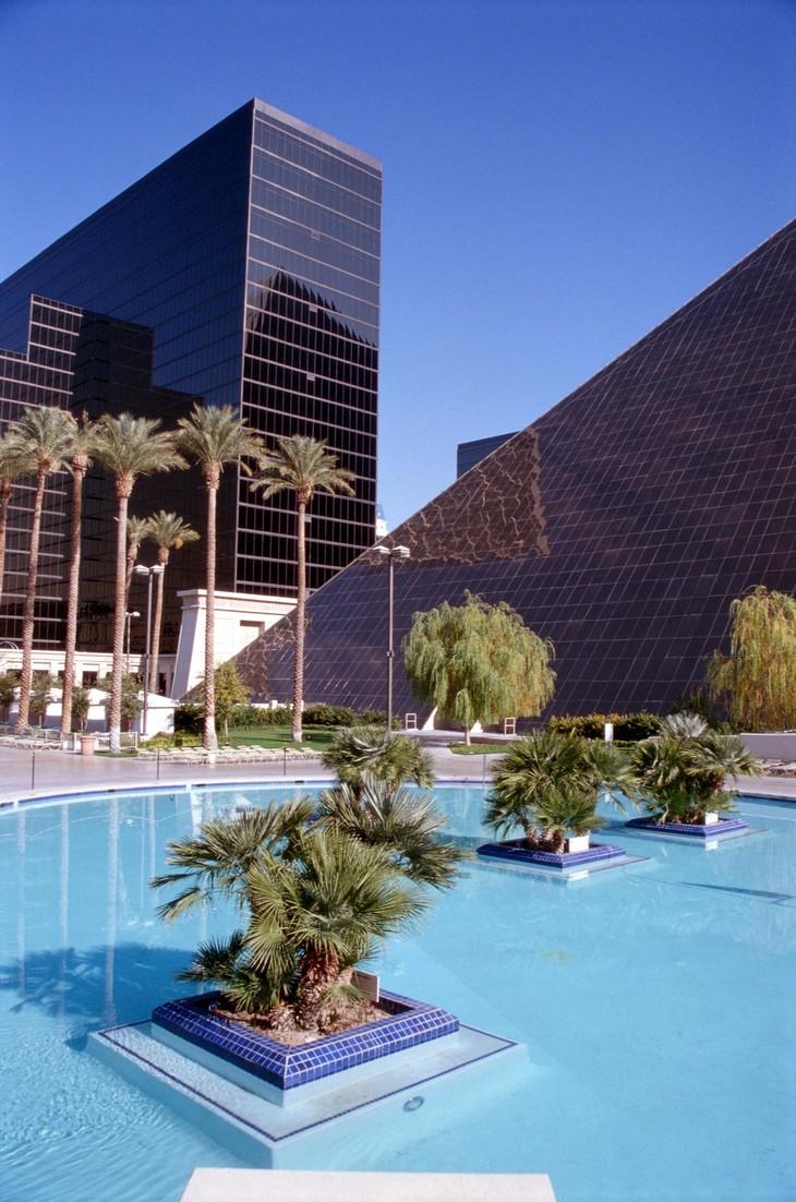 Luxor hotel casino las vegas - Luxor hotel las vegas swimming pool ...