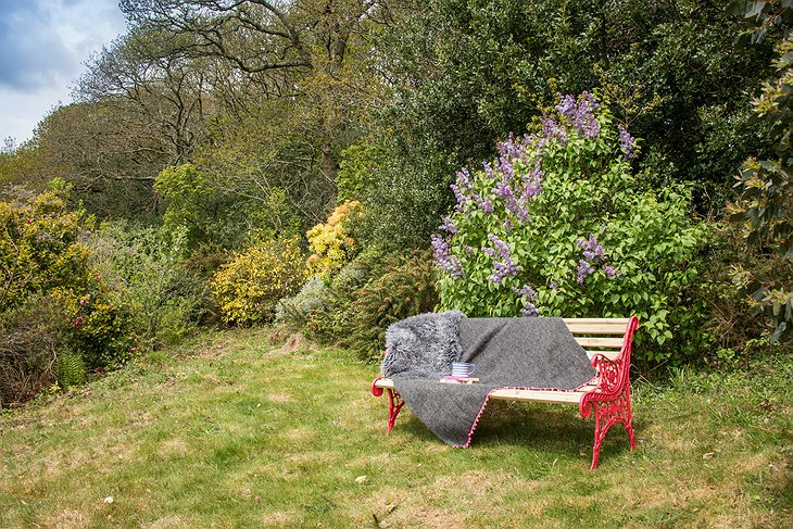 Libertine Cottage relax bench