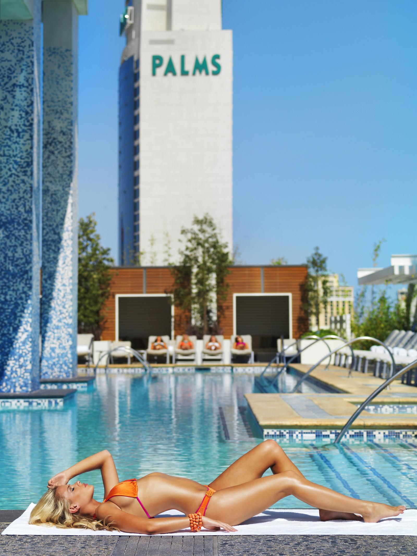 Palms casino resort las vegas for Pool spa show vegas