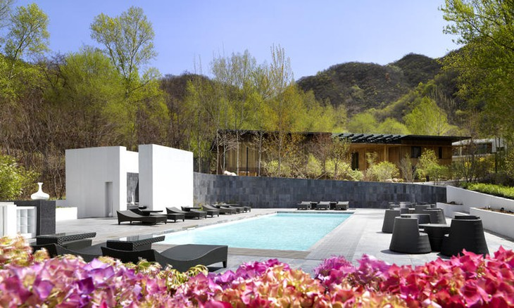 Commune by the Great Wall pool