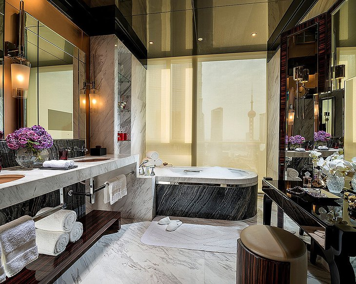 Four Seasons Hotel Pudong bathroom