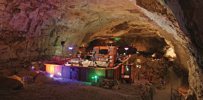 Grand Canyon Caverns Suite - Deepest, Darkest, Oldest Motel Room In The World