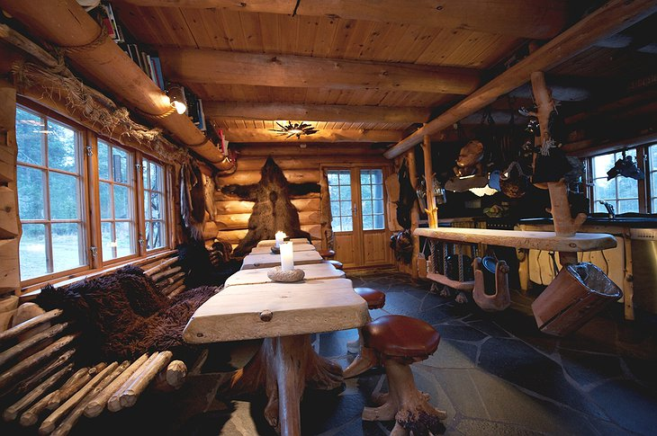 Engholm Husky Lodge dining room