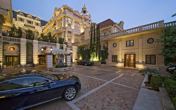 Hotel Metropole parking with luxury cars