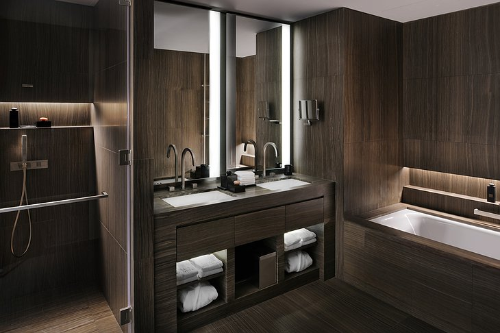 Armani Hotel Classic Room bathroom