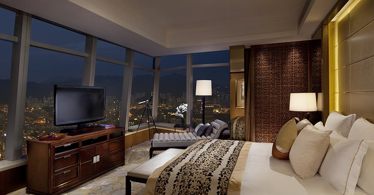 Premier Executive Suite bedroom