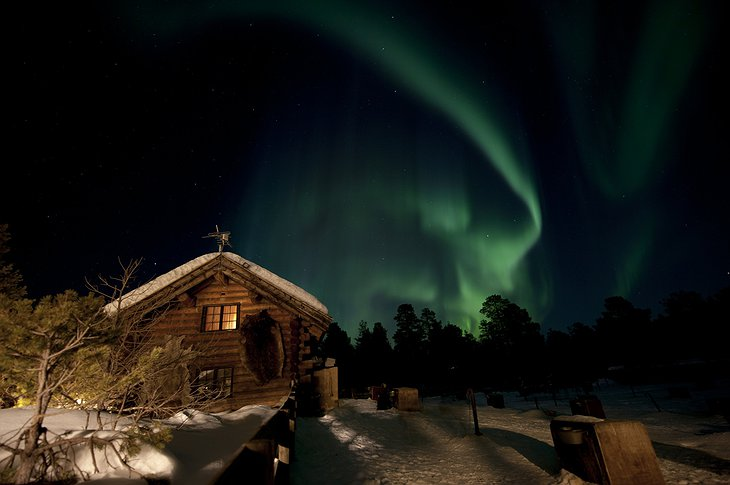 Engholm Husky Lodge and norther lights