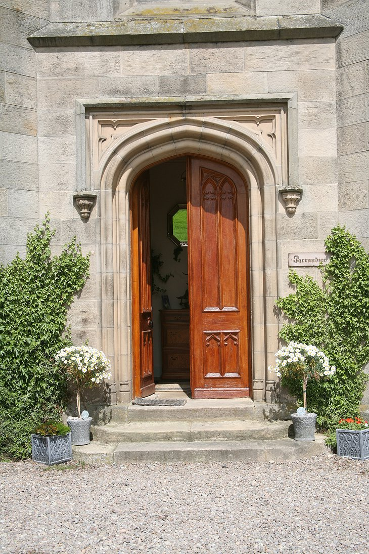 The Old Church of Urquhart main entrance