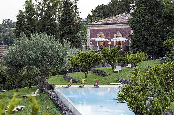 Monaci delle Terre Nere building and swimming pool