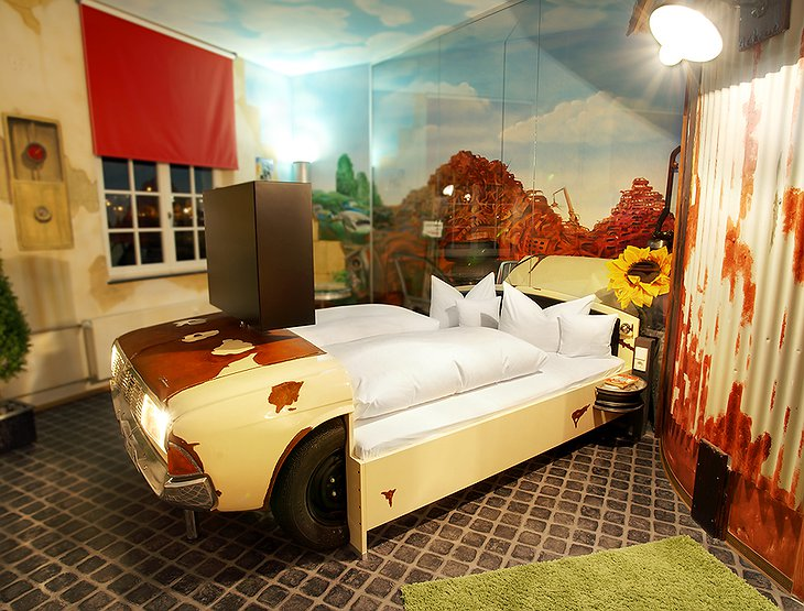 V8 Hotel wild west themed room