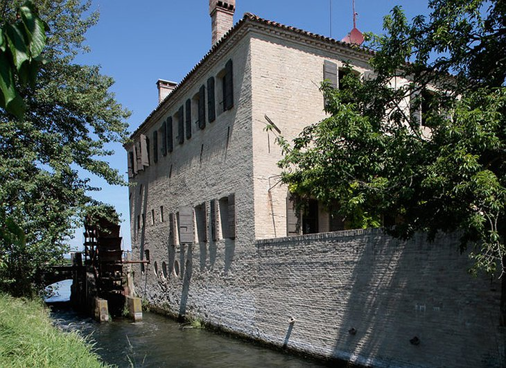 Water mill converted to hotel - Locanda Rosa Rosae