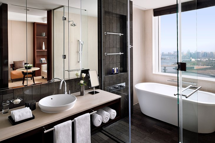 InterContinental Dubai Festival City bathroom