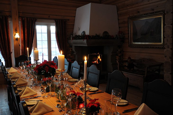 Storfjord Hotel long traditional table