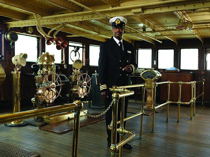 Queen Mary ship captain