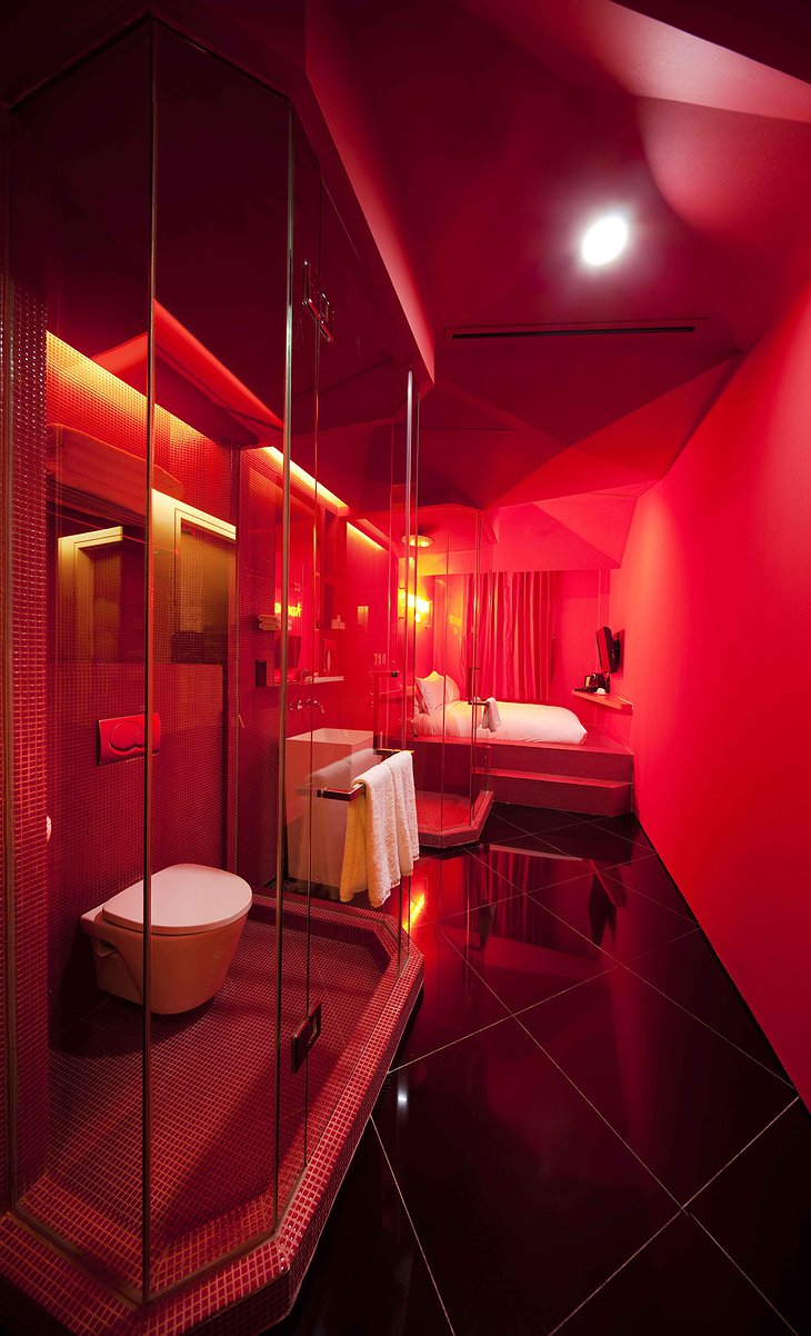 Wanderlust Hotel Pantone Red room