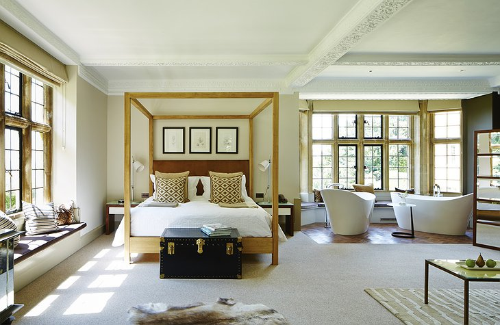 Foxhill Manor room with double bathtubs facing the big glass windows