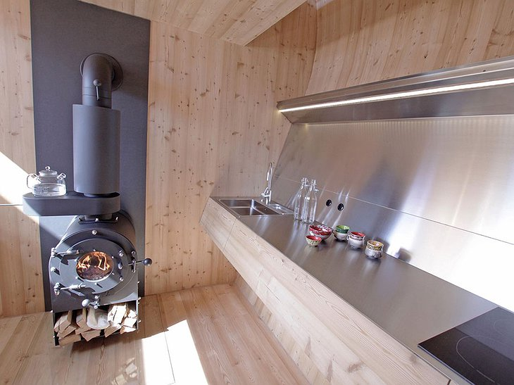 Ufogel kitchen and fireplace