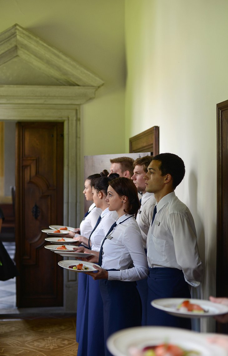 Lithuanian waiters and waitresses