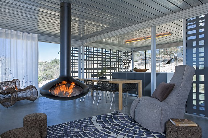 Off-grid itHouse living room
