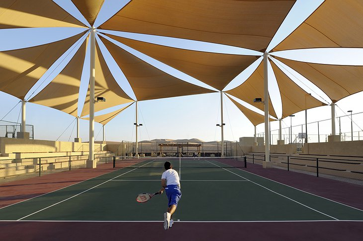 Qasr Al Sarab Desert Resort tennis court