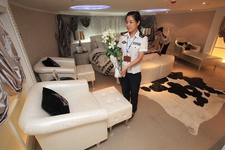Binhai Aircraft Carrier Hotel Rounded Bed