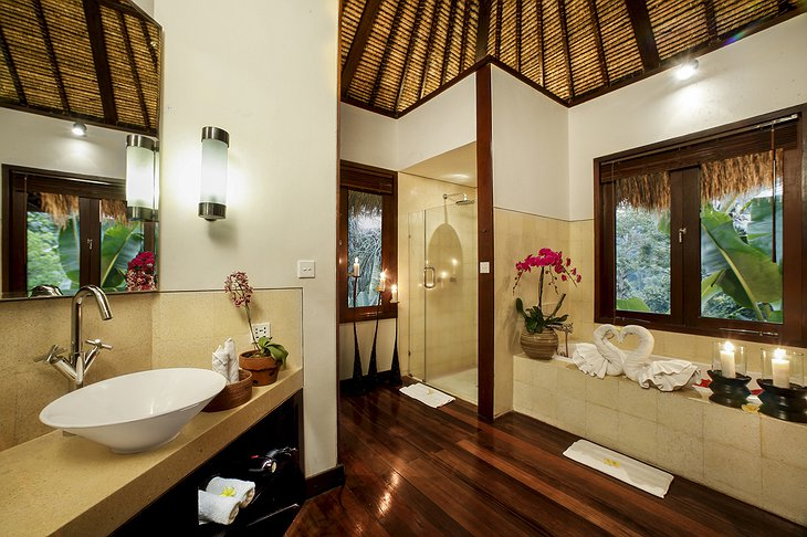 Nandini Jungle Resort Sunrise View Villa Bathroom