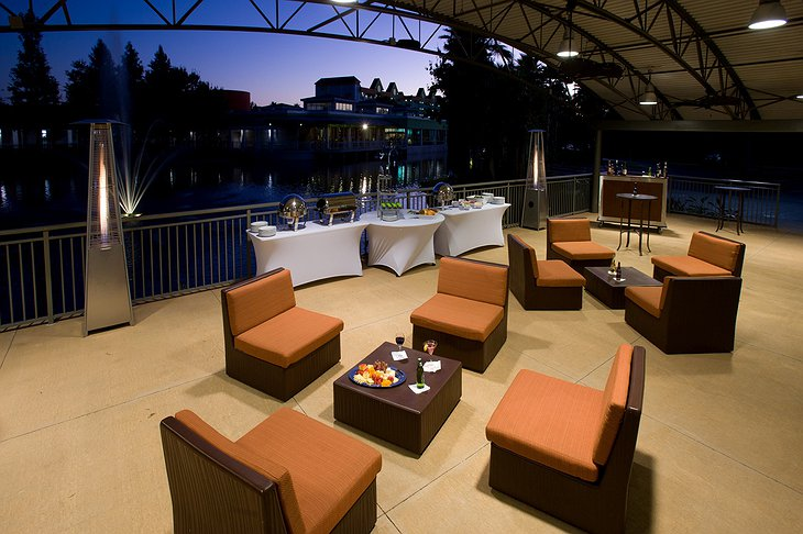 Holiday Inn Resort Orlando Suites meeting space patio