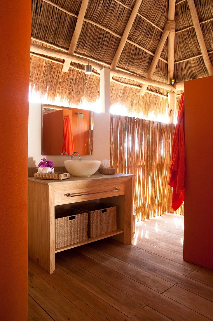 Xinalani Retreat bathroom