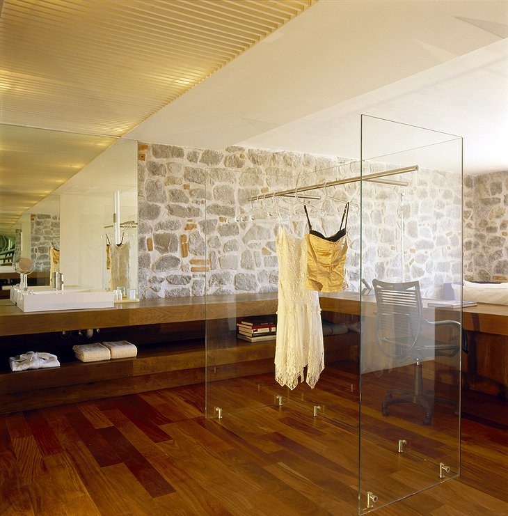 Hotel La Purificadora room with glass vitrine for cloth