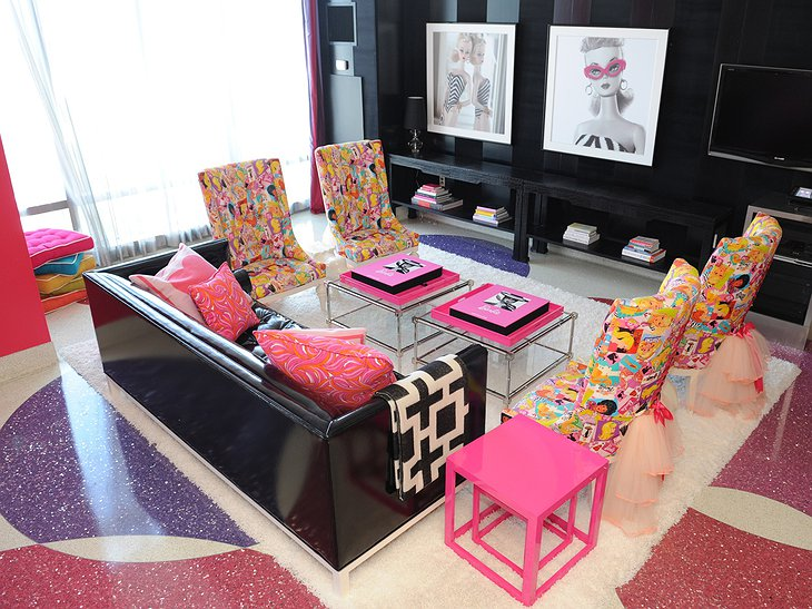 Palms Place Hotel Barbie Suite living room